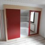 Einbau-Kleiderschrank in Farbkombination Esche/Rot 2