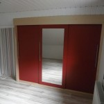 Einbau-Kleiderschrank in Farbkombination Esche/Rot 3
